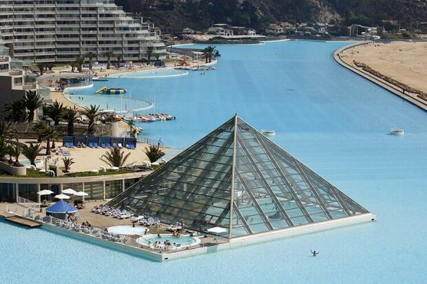 Le piscine piu strane nel mondo for Largest swimming pool in the world in chile